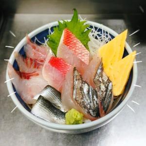 本日はカレーの日!だけど、お魚もね♪小田原魚河岸でん