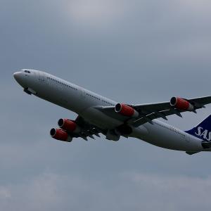 2010.05 成田AP 航空科学博物館 SAS A340-300 OY-KBC RWY16R DEP