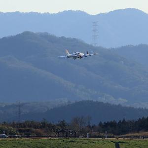 2020.03 高松AP デッキ ヒラタ学園 Beechcraft Baron JA201H RWY26 DEP