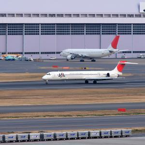 2011.02 羽田AP インタミ JAL MD-90-30 JA001D RWY34L ARV