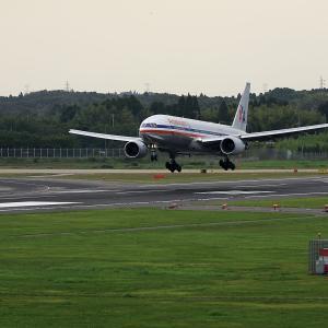 2011.08 成田AP ナリコー American Airlines B72 RWY16L ARV