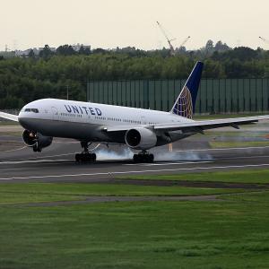 2011.08 成田AP ナリコー United Airlines B72 N225UA RWY16L ARV