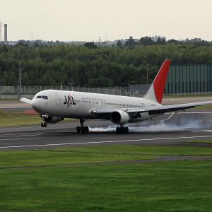 2011.08 成田AP ナリコー JAL B63 JA8266 RWY16L ARV