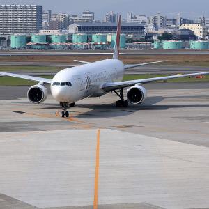 2011.10 大阪AP デッキ JAL B73 JA8945 スポットイン