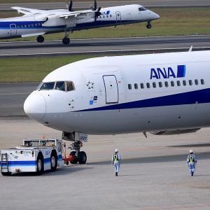 2011.10 大阪AP デッキ ANA B63 JA8287 プッシュバック