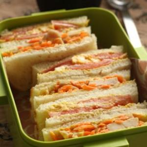 食材ピンチのダンナ弁当をサンドイッチで乗り切ろうとしてる話!