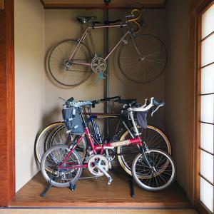 悩ましき床の間自転車