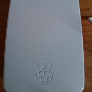 友人がRaspberry Pi 4 Model Bを買ったようです。(約140字)