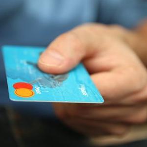 ミニマリストになるために、現金払いを断捨離するのはやめた方がいい3つの理由。