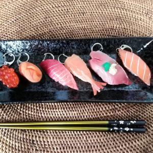 100円ショップの寿司キーホルダーは外国人にウケます!