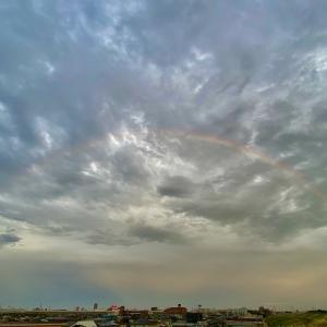 虹 めずらしくアーチ