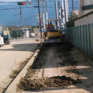 台風・国号綺麗・市道の歩道泥除け始まる