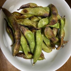 枝豆を焼くと美味しかった。