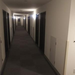 翌朝はビジネスホテルをでたら、