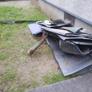 自宅の庭に置かれた、先日の2トンダンプで