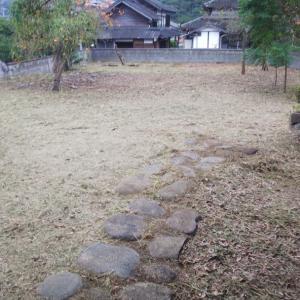 こちらのお宅での草刈作業は、終了です。