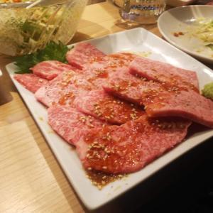 サシの入った和牛の焼肉を予約席で堪能。