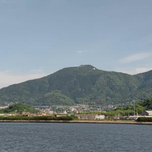 配達途中で、洞海湾をはさんで、皿倉山が一望できる