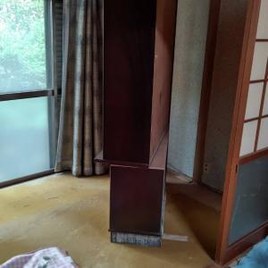 今日の午前中は家具を中心に搬出します。スタッフの