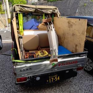 今朝はエアコンの取外し道具を積んだまま、運送会社へ。