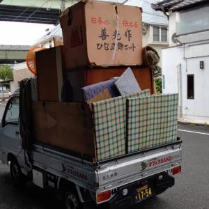 軽トラックの荷台に、積めるだけ積んだら、ロープを