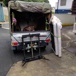不用な介護ベッドの回収が終われば、会社の駐車場に