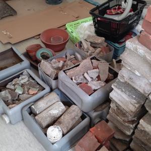 前日3階のベランダに大量にあったブロックやレンガ、