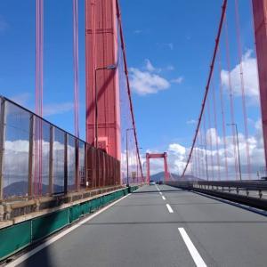 晴天の若戸大橋を渡り、戸畑の会社に向かいます。