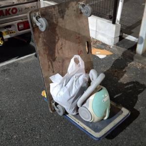 掃除機やゴミ袋を持ち込み、スタッフが途中までした