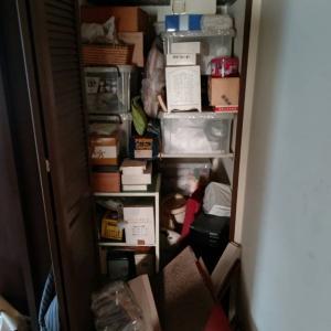 もとの家人が、転居先に要る荷物だけを持っていき、