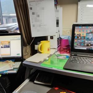 今日はパソコンを使い、書斎で、寒中見舞いを作成
