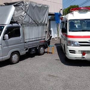 不要品や粗大ゴミを軽トラックに満載したら、出発です。