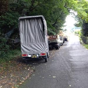 うちのスタッフ2人と軽トラックが混ざった家財処分の