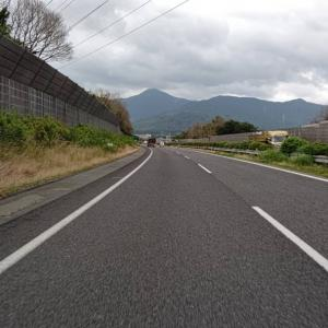 さらに九州自動車道下り車線では、真正面に貫山を