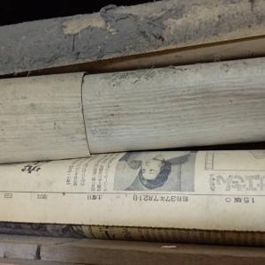 天袋の下の方から、昭和37年の新聞がでてきましたので、