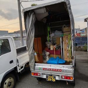 コンテナ倉庫に、輸出できそうな雑貨を運びいれたら、