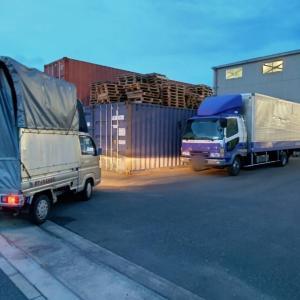 さらに輸出用の日用雑貨をコンテナ倉庫に運びます。