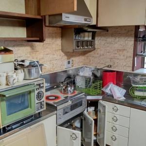 家財処分の現場で、台所をぼちぼち片付けていたら、