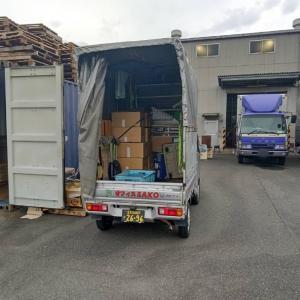 輸出用日用雑貨を入れてあるコンテナ倉庫に到着。