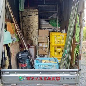 使える家財や金属製の家財も一緒に搬出。食器は声を