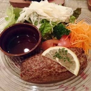 【茨城 洋食】常陸牛100%のレアレアなハンバーグが絶品! カフェ風の店内で気軽に贅沢気分を満喫『タヴェルナハンバーグ』