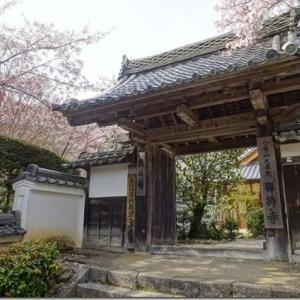 西行桜以外にも見どころがある桜スポット【勝持寺、通称花の寺】離れた所にある仁王門は最古の建築物ながら、訪れる人は少ない