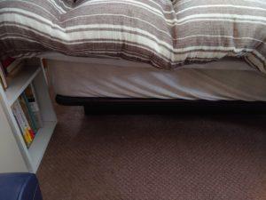 寝室の現在 ベッドの周りに積んであったものがなくなった!