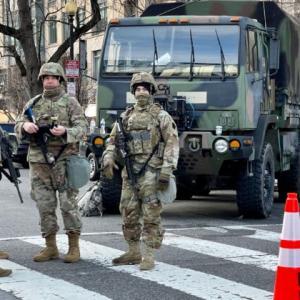 首都の治安を守っている州兵でバイデンに投票した人は25%以下と反撃される