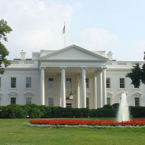 「バイデン大統領」のホワイトハウス映像の検証、海兵隊歩哨の敬礼なしは何故?