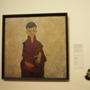 エゴン・シーレ 人物画「家族」にタッチ ウィーン2019-41