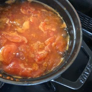ストウブでサバ缶炊き込みご飯とトマトスープ