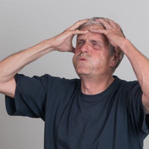 気になる男の老け顔を改善!1本で簡単に老け顔対策ができるアクアモイス