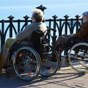 車椅子の種類と選び方|おすすめタイプを選ぶときのチェックポイント