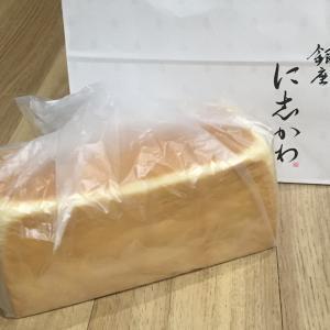 食パンとネコ